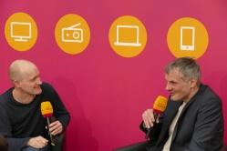 Arno Geiger am MDR-Stand im Gespräch mit Gerrit Bartels