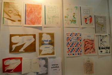 Die Niederländer, die bereits 2016 so kreativ die Frankfurter Buchmesse gestaltet haben, präsentieren Buchcover internationaler Buchcover - künstlerisch umgesetzt