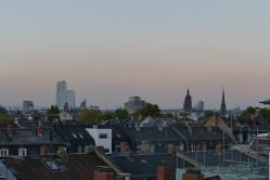Zum Ausklang des Abends Blick von der Dachterasse der Fischerverlage auf Frankfurt