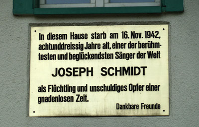 Gedenktafel in Hinwil Gedenktafel für Joseph Schmidt TomQ2000 [CC BY-SA 3.0 (https://creativecommons.org/licenses/by-sa/3.0)]